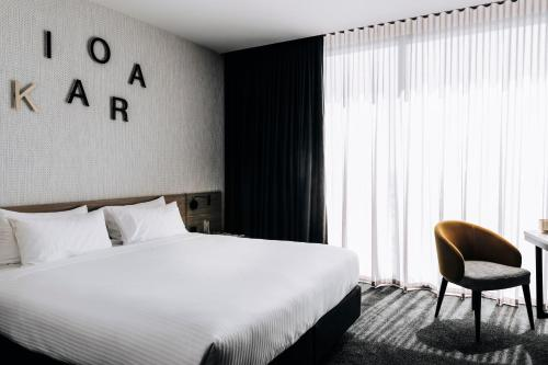 A bed or beds in a room at Novotel Melbourne South Wharf