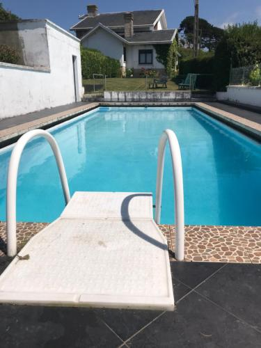 Piscina en o cerca de Impresionante casa con piscina y vistas únicas