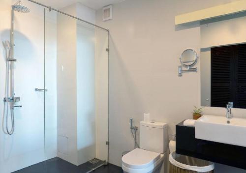 A bathroom at EKHO Ella