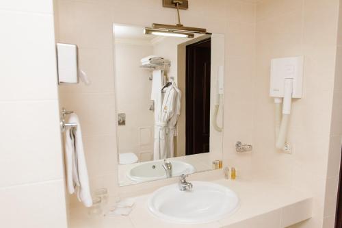 Ein Badezimmer in der Unterkunft Londonskaya SPA Hotel
