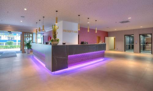 The lobby or reception area at Michel Hotel Frankfurt Maintal