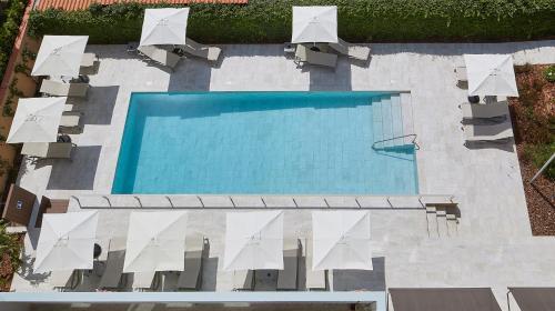 Вид на бассейн в Nuria или окрестностях