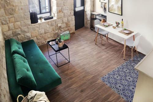אזור ישיבה ב-Argaman Suites in Old Tzfat