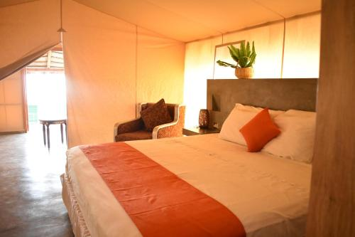 A bed or beds in a room at Vichayito Bungalows & Carpas