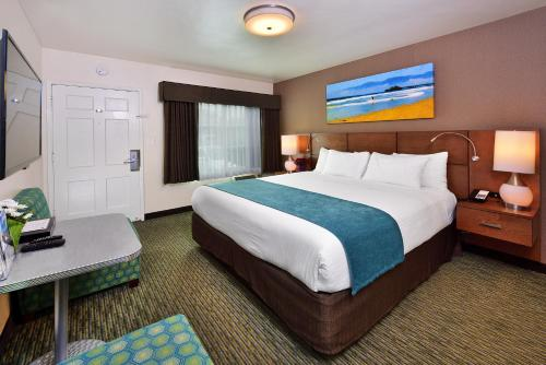 A bed or beds in a room at Old Town Inn