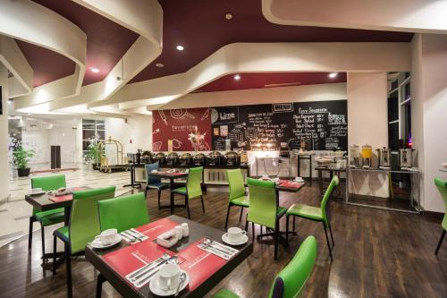 A restaurant or other place to eat at favehotel Pluit Junction