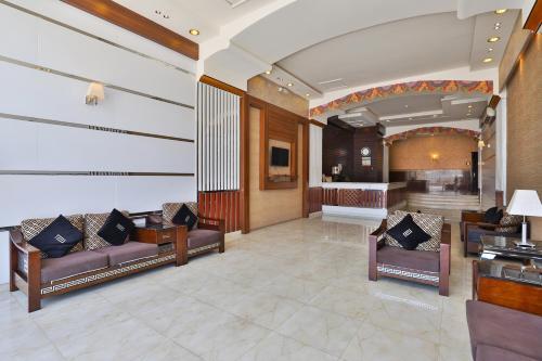 منطقة جلوس في قصر اليمامة للاجنحة الفندقية-فرع الحزم