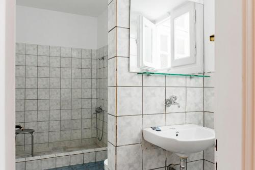 A bathroom at Phaedra Hotel