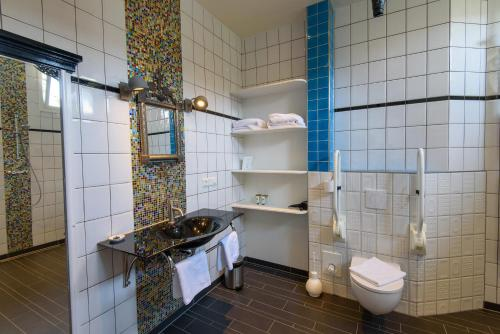 A bathroom at Hotel Buren