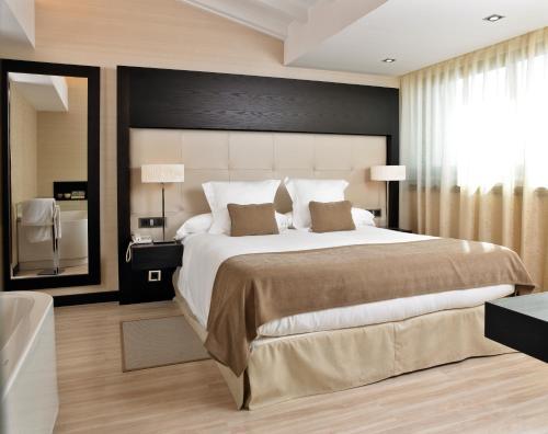 Łóżko lub łóżka w pokoju w obiekcie Nixe Palace