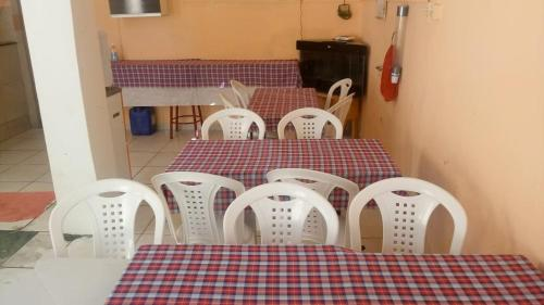 A restaurant or other place to eat at Hospedaria Praia e Sol