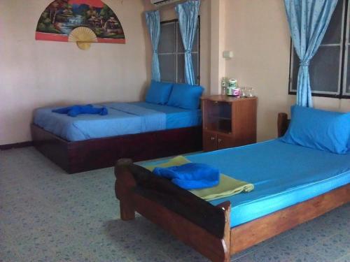 Ein Bett oder Betten in einem Zimmer der Unterkunft Baan Chai Lay Krua Tonhom