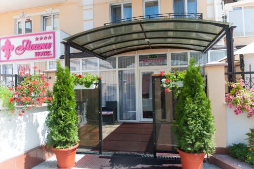 Fațada sau intrarea în Hotel Florence