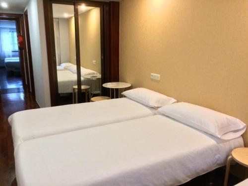 Cama o camas de una habitación en Hostal-Cafeteria Gran Sol