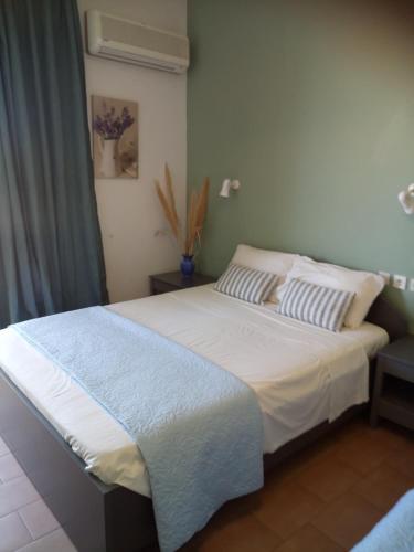 Ein Bett oder Betten in einem Zimmer der Unterkunft Poseidon Studios