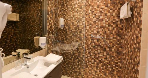 Een badkamer bij Hotel De Zeebries