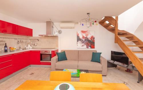 A kitchen or kitchenette at Apartment Potkova