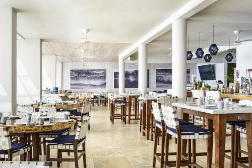A restaurant or other place to eat at Bahia Hotel & Beach House