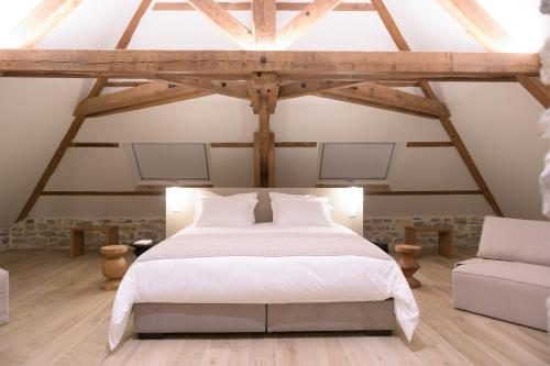 A bed or beds in a room at Couvent de la Salette
