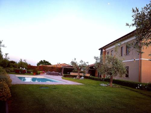 The swimming pool at or near Casale degli Ulivi - Agribel