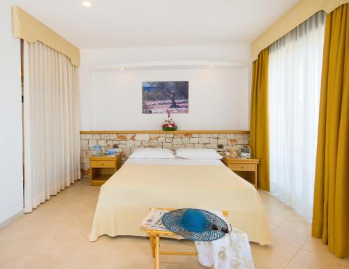 A bed or beds in a room at Hotel Terminal - Caroli Hotels