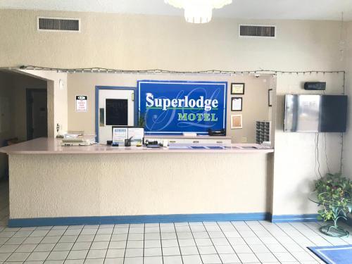 The lobby or reception area at Super Lodge Motel El Paso