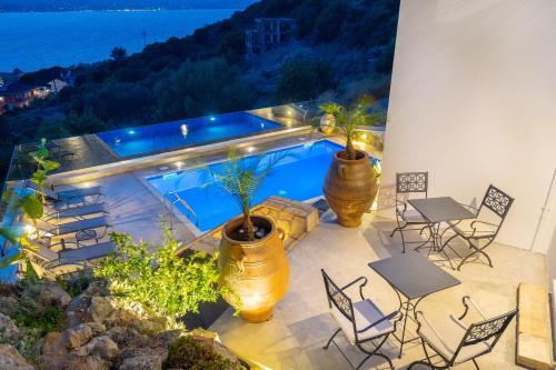 Vista sulla piscina di Villa Katia Kefalonia o su una piscina nei dintorni