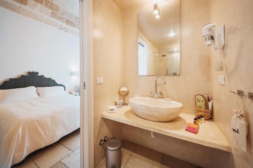 A bathroom at Giovì Relais
