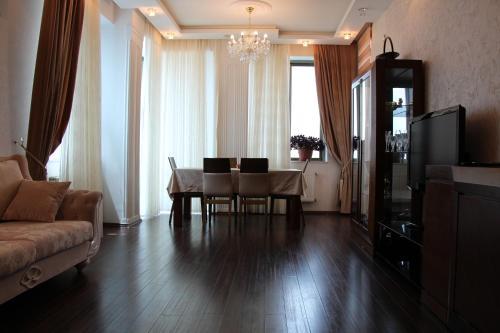 Uma área de estar em Apartments in the center