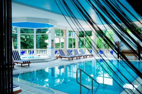The swimming pool at or near Hôtel & Spa Château de l'ile