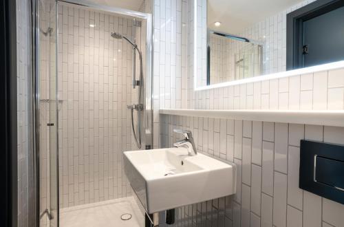 A bathroom at Point A Hotel Edinburgh Haymarket