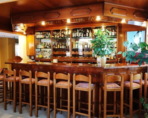 Ο χώρος του lounge ή του μπαρ στο Titania Hotel Karpathos