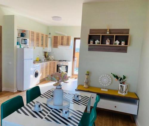 A kitchen or kitchenette at Brickyard Apartments Cluj