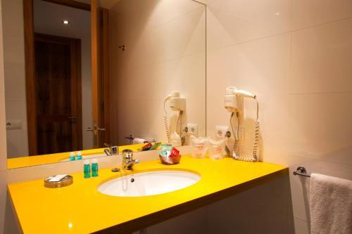 A bathroom at L'Hostal Pollença - Turisme Interior
