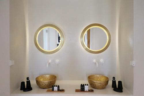 A bathroom at Alkyoni Beach Hotel