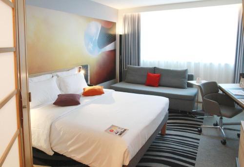 מיטה או מיטות בחדר ב-Novotel Wien City