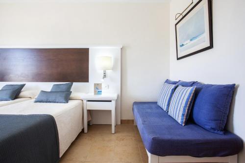 Cama o camas de una habitación en Grupotel Amapola - All Inclusive