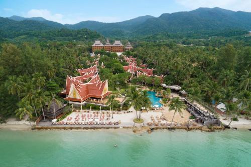 Blick auf Santhiya Tree Koh Chang Resort aus der Vogelperspektive