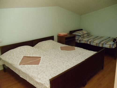 Кровать или кровати в номере Hermonatun