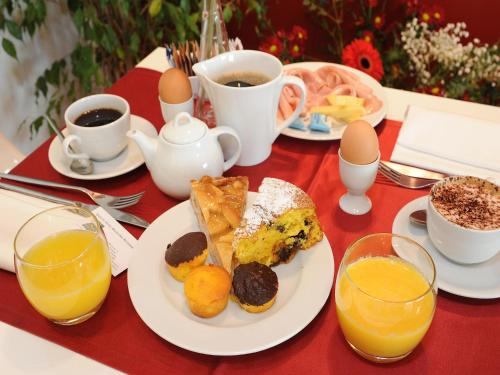 Breakfast options available to guests at Hotel Michelino Bologna Fiera