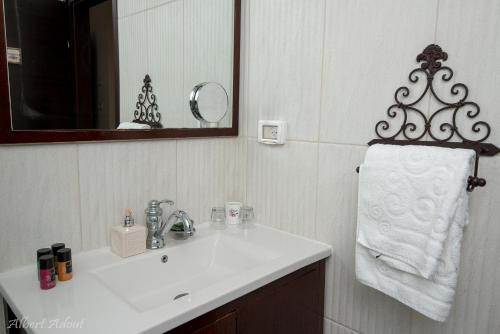 חדר רחצה ב-טנא בגולן-צימרים בחד נס