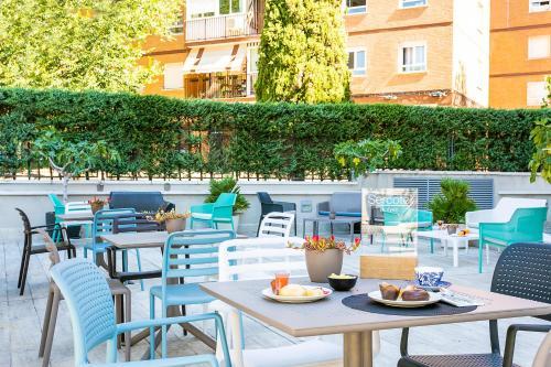 Restaurant ou autre lieu de restauration dans l'établissement Sercotel Madrid Aeropuerto