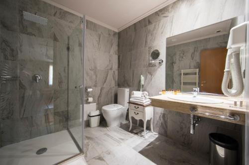 A bathroom at Classic Hotel