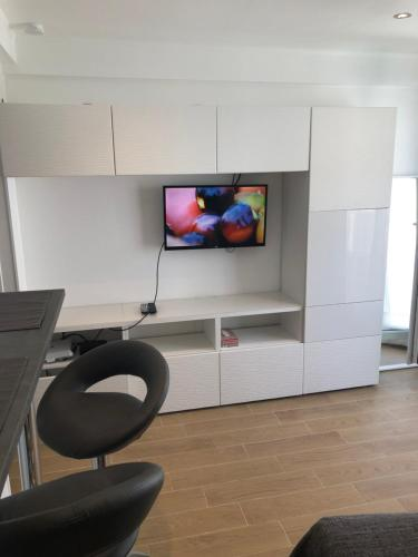A television and/or entertainment centre at Studio Gare Saint Charles