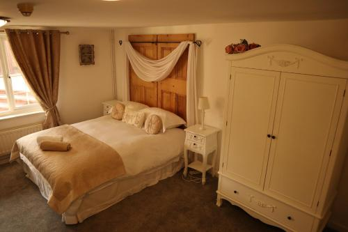 A bed or beds in a room at Magna