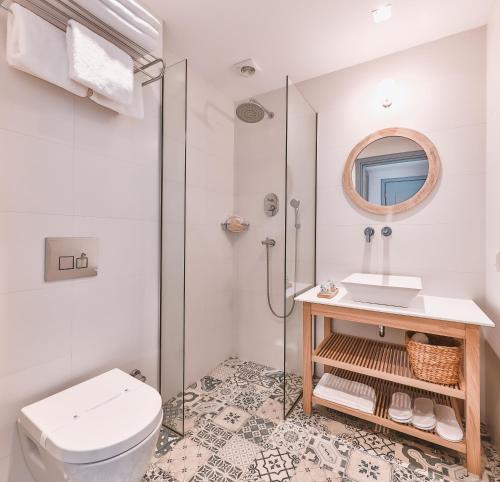 A bathroom at Dias Hotel