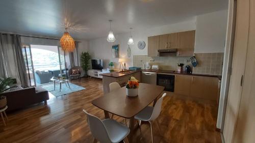 A cozinha ou cozinha compacta de Grand appartement Vue Mer Papeete