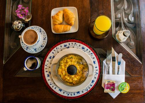 Breakfast options available to guests at Sumercé Posada Pintoresca