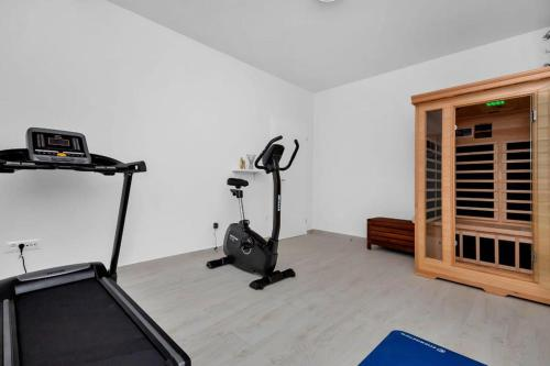 The fitness centre and/or fitness facilities at Apartments Morpheus