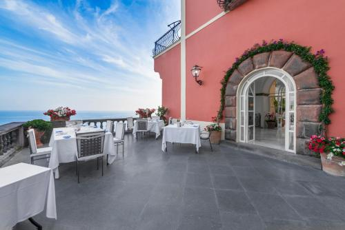 A restaurant or other place to eat at Villa Magia